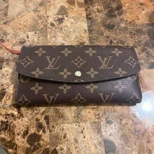 Louis Vuitton Wallet (used) not damaged
